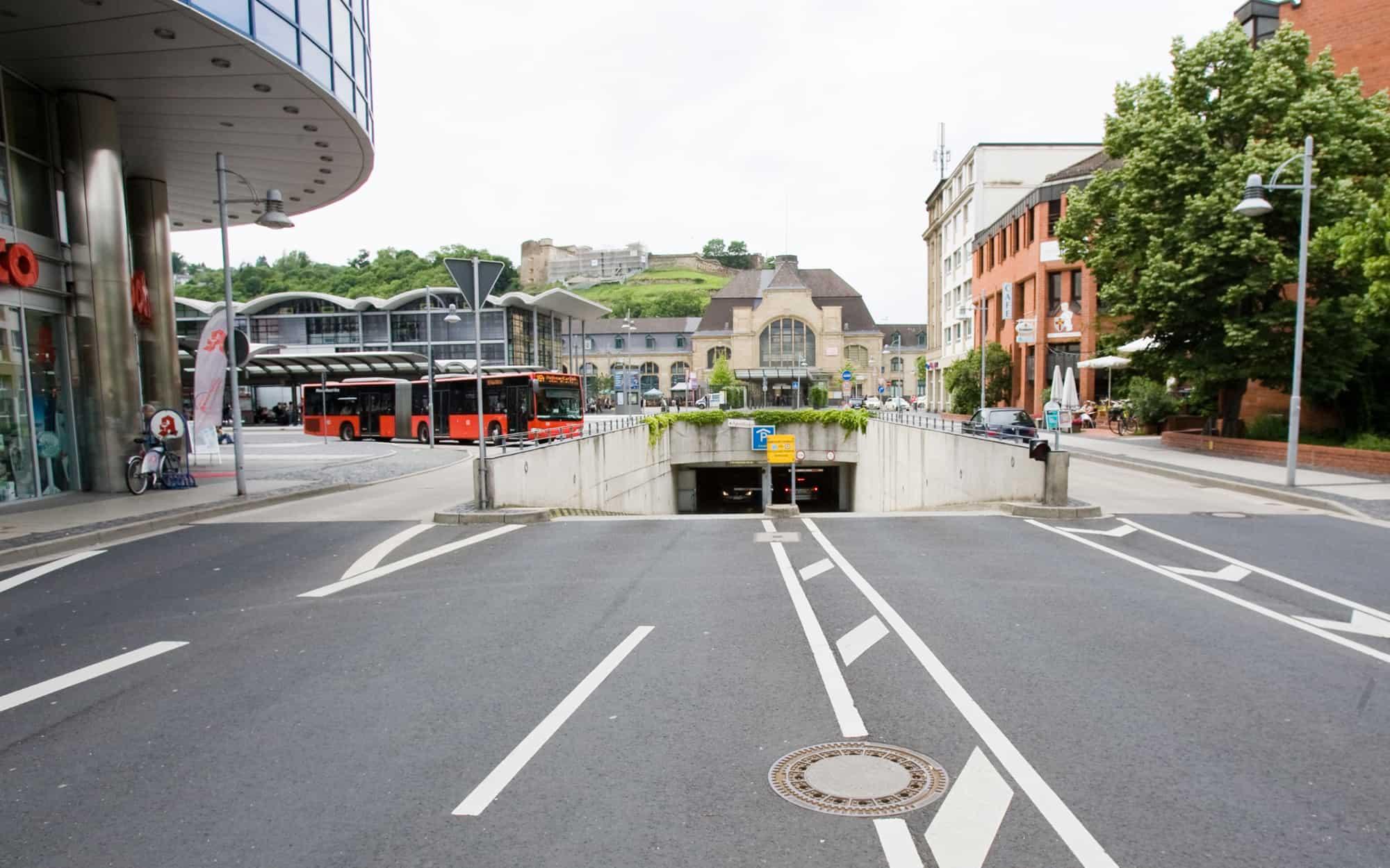 Einfahrt Tiefgarage am Bahnhofvorplatz