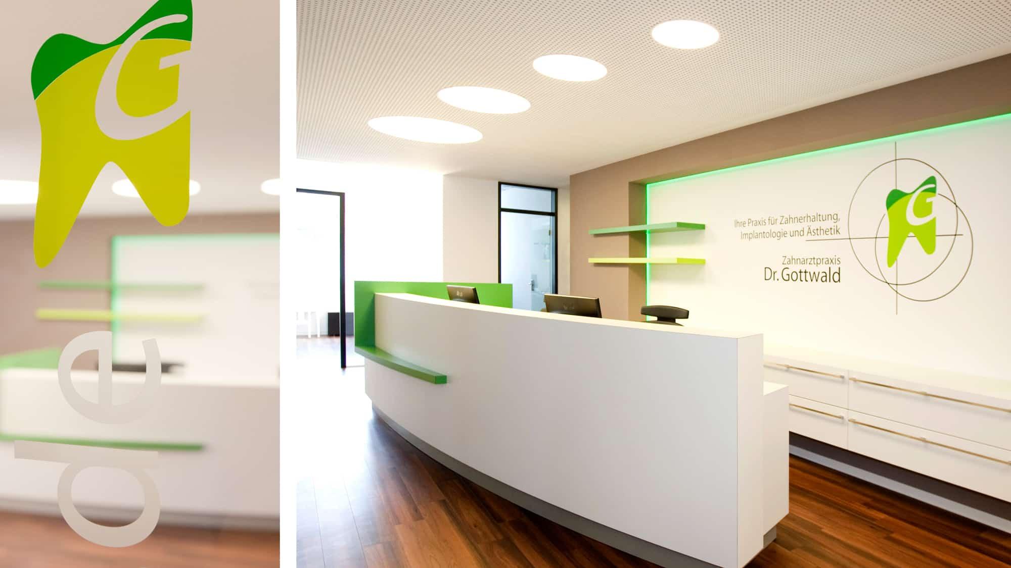 Praxisrundgang Zahnarztpraxis Dr. Gottwald in Koblenz - Empfangstheke und Rezeption unserer Zahnarztpraxis Dr. Gottwald in Koblenz