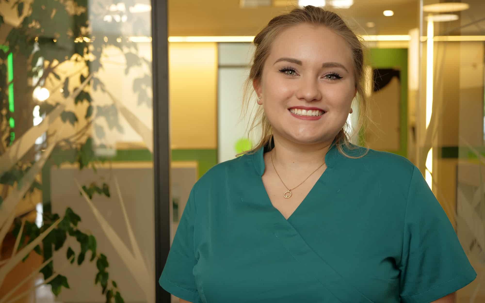 Nicole Slis, Zahnmedizinische Fachangestellte