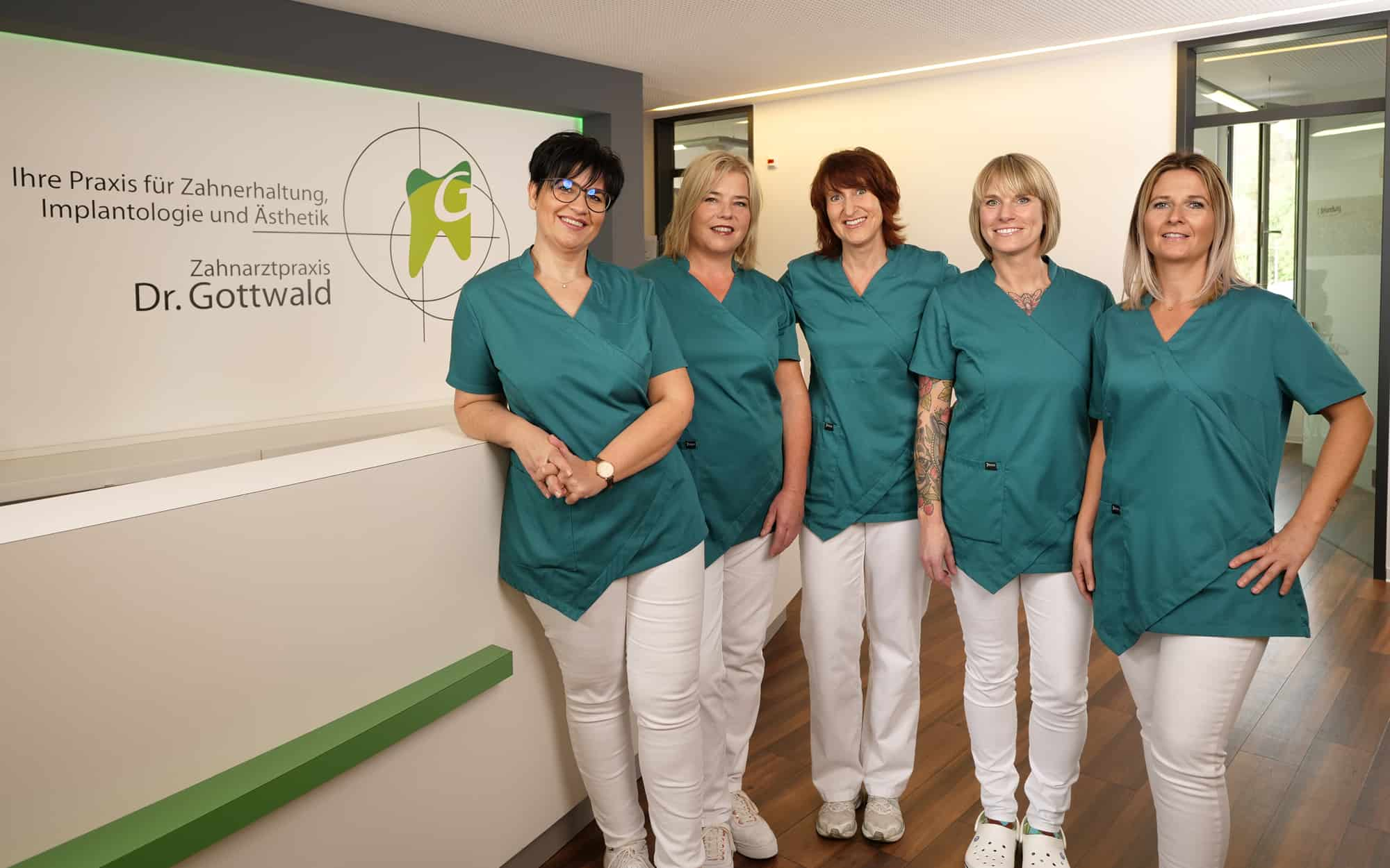 Ihr Prophylaxeteam - Team der Prophylaxe-Assistentinnen in der Zahnarztpraxis Dr. Wolfgang Gottwald in Koblenz am Hauptbahnhof